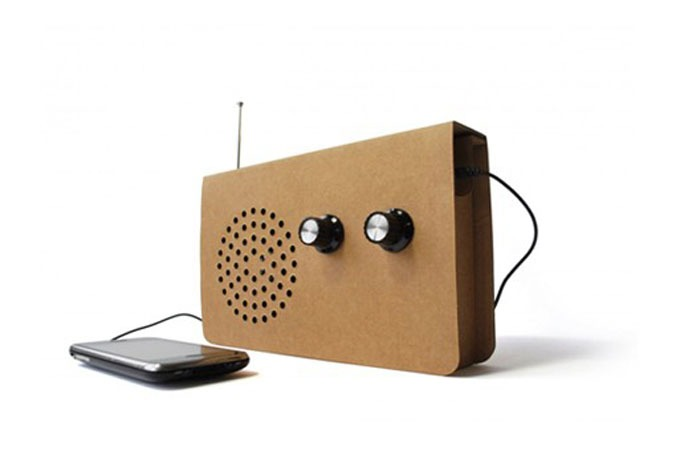 Medium_cardboard-radio-receiver
