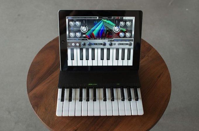 Medium_c.24-two-octave-wireless-ipad-music-keyboard-1